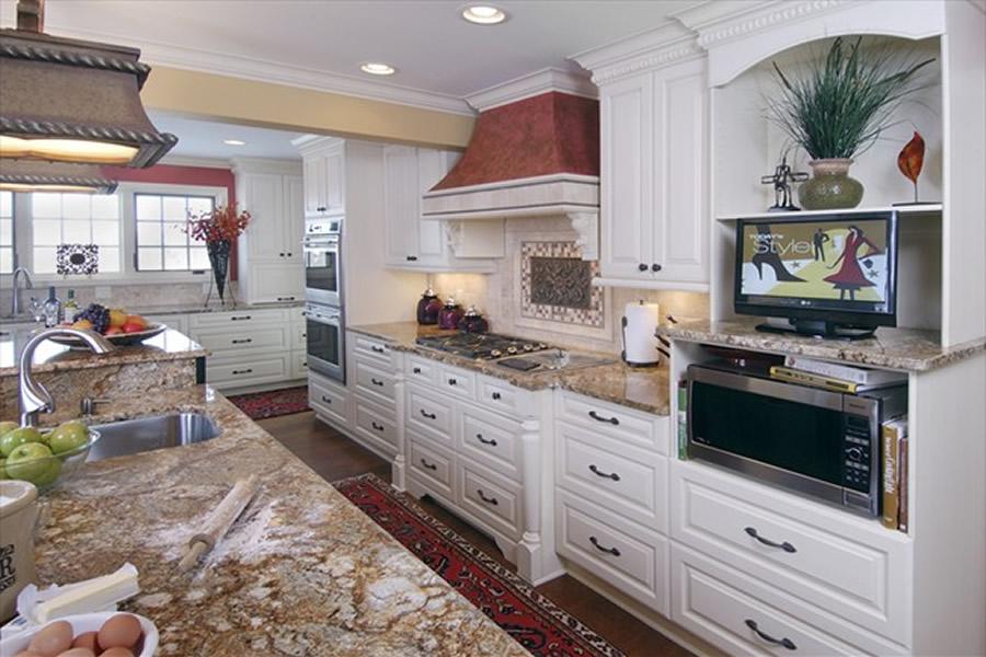 ... Custom Kitchen Cabinets ...